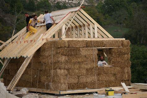 casa di paglia 7 motivi per costruire una casa di paglia e poi andarci a