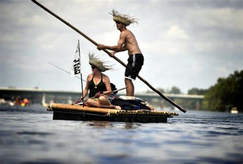 rafts and other rivercraft in huckleberry finn and his circle books pics for gt wooden raft huckleberry finn