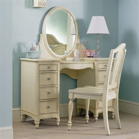 Lighted Makeup Vanity Table Vanity Makeup Table Set With Lighted Mirror Style By Modernstork