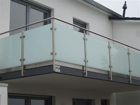 edelstahl balkongeländer mit glas balkongel 228 nder aus edelstahl glas mit hellmatter folie