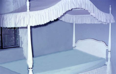 Bed Canopies by File Canopy Bed White Jpg Wikimedia Commons