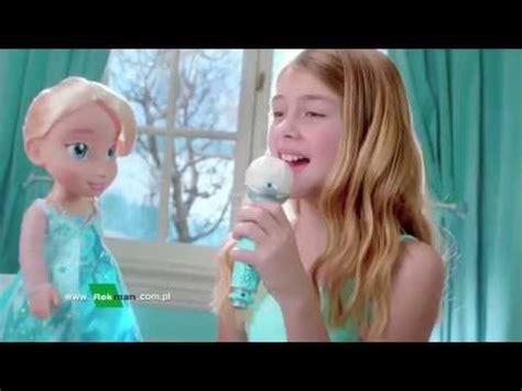 film elsa po polsku reklama tv śpiewająca elsa z mikrofonem po polsku frozen