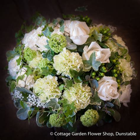 Simple Posy The Cottage Garden Flower Shop Dunstable S Cottage Garden Flower Shop