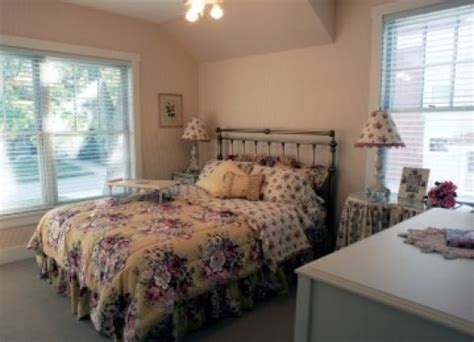 Traverse City Bed And Breakfast by Antiquities Wellington Inn Traverse City Michigan