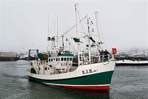 shrimp boat engines canadian shrimp boat hauling in savings with yanmar