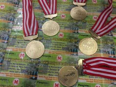 Kalung Wisuda Gordon Kuningan pesan gordon wisuda medali wisuda gordon wisuda pesan