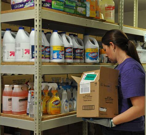 volunteers help give tukwila pantry new look tukwila