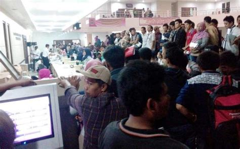 Membuat Ktp Tangerang | urus e ktp warga tangerang serbu disdukcapil okezone news