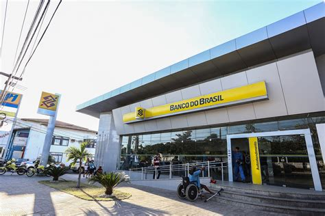 banco do brasil brasil banc 225 rios fazem ato contra fechamento de ag 234 ncias do bb no