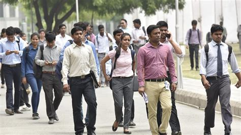 Mba Graduates In India by Less Than Half Of New Mba Graduates Get Trend At 5