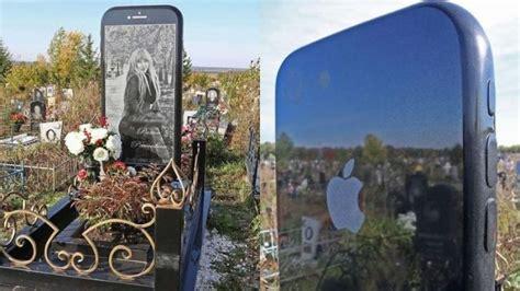 unik batu nisan kuburan wanita  berbentuk iphone
