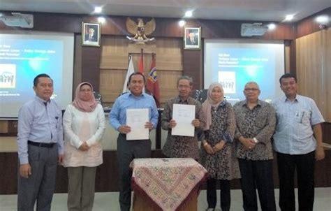 Hukum Perbankan Di Indonesia By Drs Mhd Djumhana S H pilihan profesi strategis dalam bisnis perbankan bagi