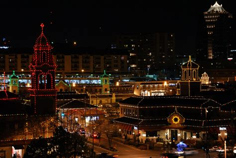 Plaza Lights Kc by 6 Things To Do With Out Of Towners In Kansas City This