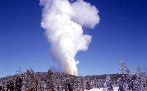 steamboat geyser steamboat geyser yellowstone national park u s