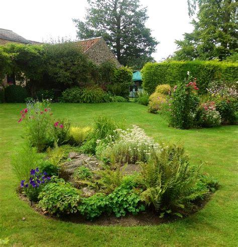 Landscaping Ideas For Gardens Garden Quot Island Quot Gardening Ideas Tips Pinterest Gardens Garden Ideas And Green Garden