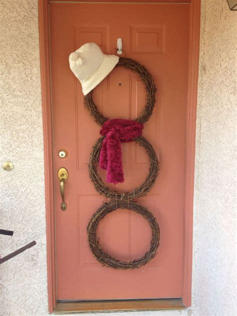 Handmade Door Decorations - 26 diy tutorials and ideas to make a snowman wreath