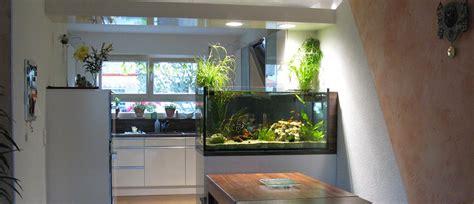 aquarium wohnzimmer riesen aquarium im wohnzimmer surfinser
