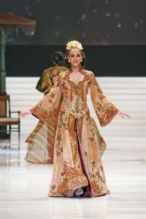 modern kebaya by anne avantie gorgeous gowns pinterest