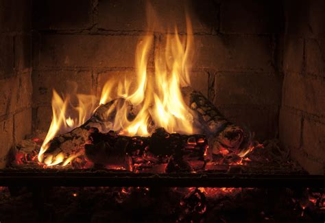 Gas Fireplace Vs Electric Fireplace by Best Type Of Fireplace To Consider Wood Vs Gas Vs
