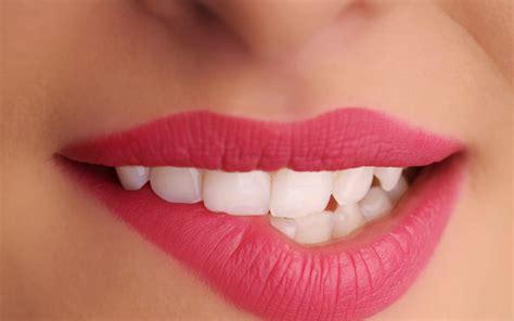 tutorial memakai lipstik agar terlihat tipis 4 tip agar bibir tipis tak penuh