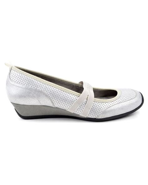 adrienne vittadini flat shoes adrienne vittadini s vonn flats shoes in white