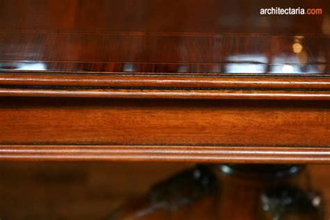 Cat Pelapis Kayu melapisi meja kayu dengan pengkilap pt architectaria media cipta
