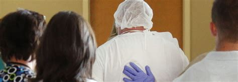 questura di roma ufficio immigrazione psicosi ebola anche in italia somalo accusa sintomi all