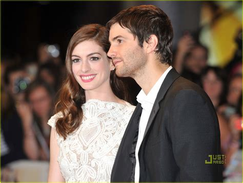 hathaway one day premiere with jim sturgess hathaway one day uk premiere with jim sturgess