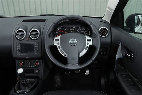 nissan qashqai  dci visia pictures auto express