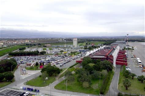 responsabile ufficio legale lamezia terme cz in manette vertici aeroporto