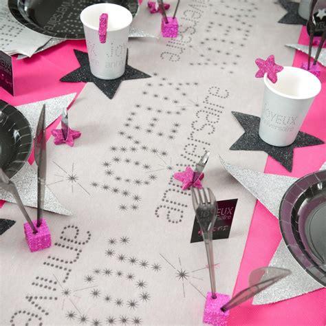 chemin de table joyeux anniversaire blanc noir