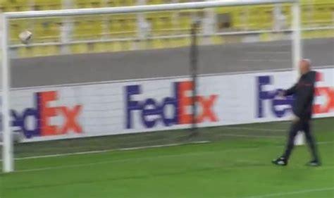 utd crossbar challenge manchester united jose mourinho attempts the crossbar