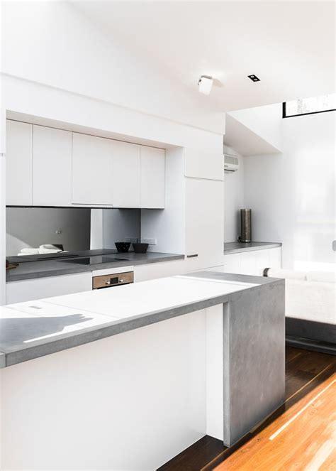 white kitchen bench turner house www freadmanwhite com caesarstone sleek