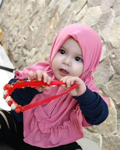 Balita Berjilbab 12 potret lucu naura alaydrus bayi 1 tahun yang hits
