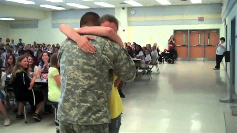 soldier coming home from iraq surprises children at