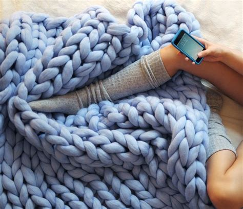 finger knitting blanket best 25 knit blanket ideas on arm