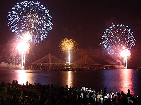 mount pleasant new years fourth of july fireworks cruise from charleston harbor