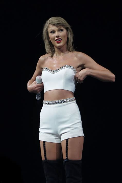 taylor swift tour july 11 taylor swift 1989 world tour concert in montreal