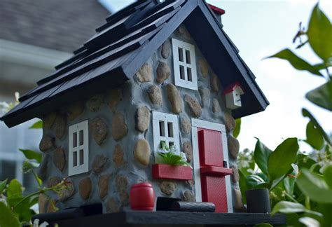 12 amazing birdhouses that are better than your home