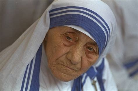biography mother teresa video mother teresa biography childhood life achievements