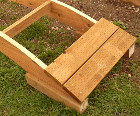arched garden footbridge woodworking plan   diy