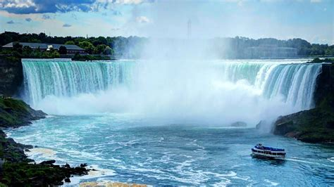 niagara falls one of the largest waterfall in the world - Niagara Falls Boat Pictures