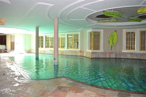 piscine interne riscaldate come risparmiare al cavallino bianco di ortisei italia