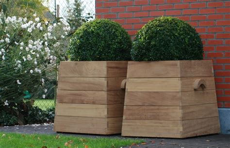 Free Standing Planter Boxes by 10 Easy Pieces Square Wooden Garden Planters Gardenista