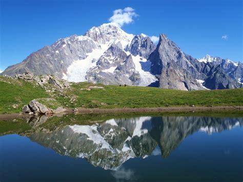 Mont Blanca mountainz the ultra trail du mont blanc