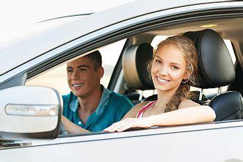 Autokredit Probezeit by Junge Frau Im Auto