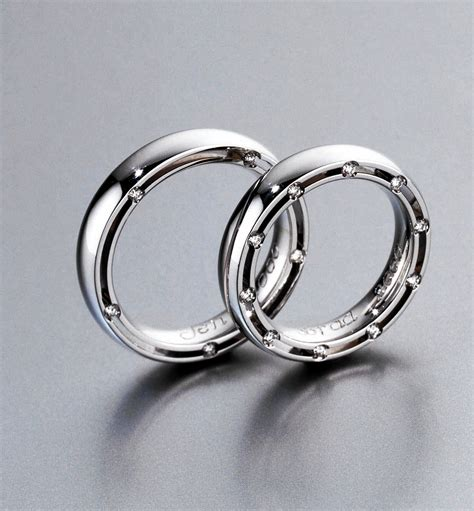 Brad Pitt Wedding Ring Design by Talk About A Lucky He Finds His Lost Wedding Ring At