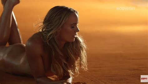 Vanity Fair Conde Nast Caroline Wozniacki A Nudo 171 Non Ho Il Corpo Da Modella