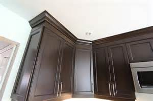 crown moulding above kitchen cabinets