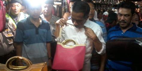 Harga Tas Chanel Istri Jokowi beli tas untuk istri jokowi quot nawar quot rp 60 000 jadi rp 75